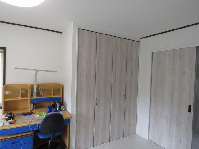 洋室の入り口引戸の交換とクローゼット新設