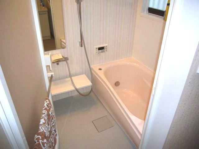 タイル貼りの浴室をシステムバスに交換
