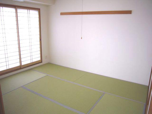 『新築のような和室』陽当たりに配慮した和紙畳を使用