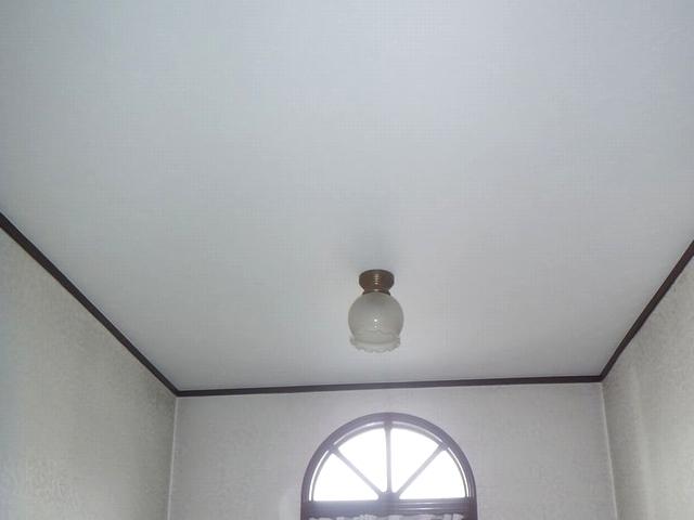 2階ホール天井クロスの貼り替え