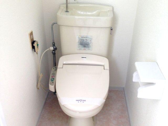 便器クリーニングと壁・床・天井の貼り替えだけで綺麗なトイレに