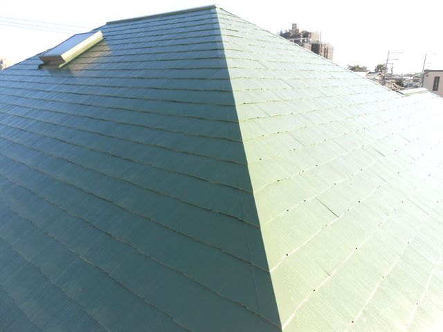 ご近所で好評の「湘南の空に映えるグリーンの屋根」