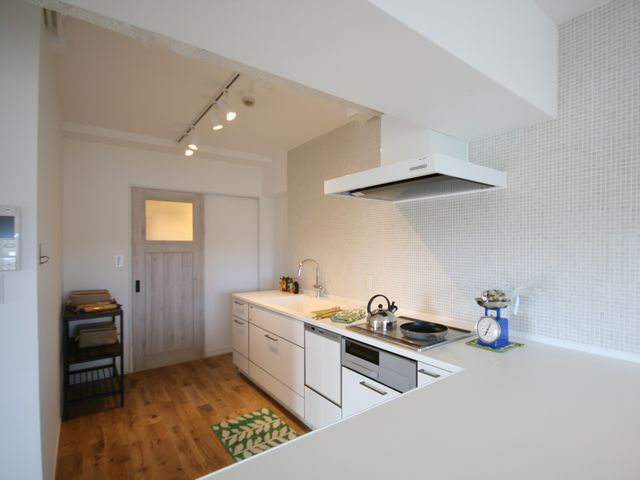I型キッチンを大きなカウンターのL字型キッチンに交換