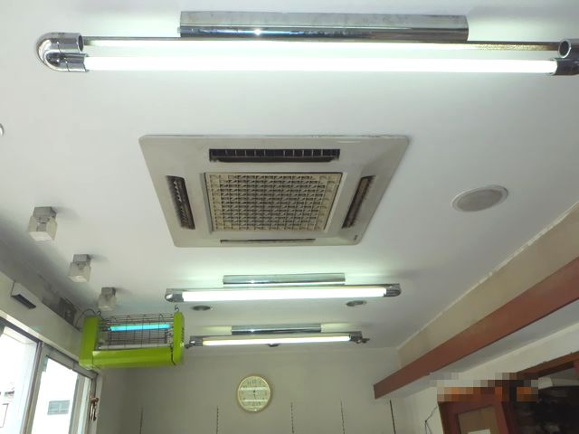 2階から漏水があった1階天井のクロス貼り替え
