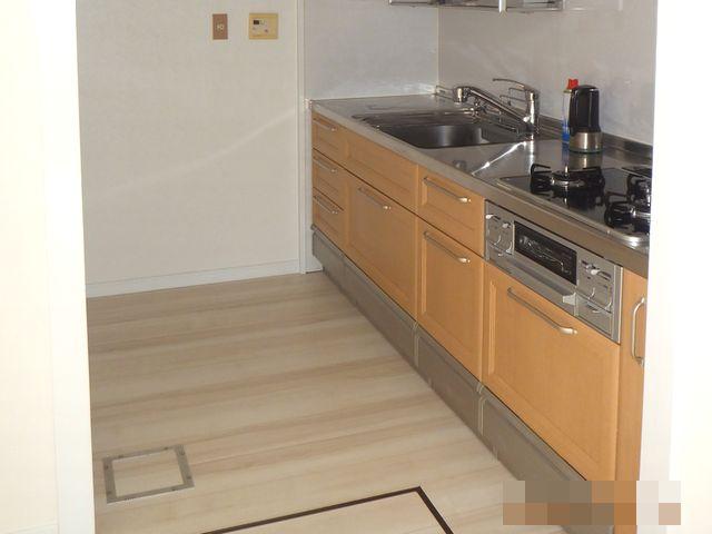 システムキッチンはそのままで明るく綺麗なキッチンに
