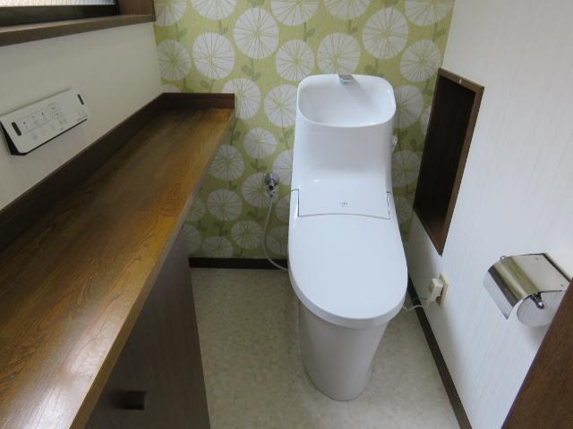 シンプルなデザインの一体型シャワートイレに交換