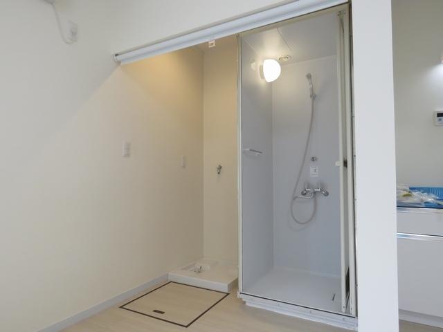 新規でシャワールームと洗濯機置き場を設置