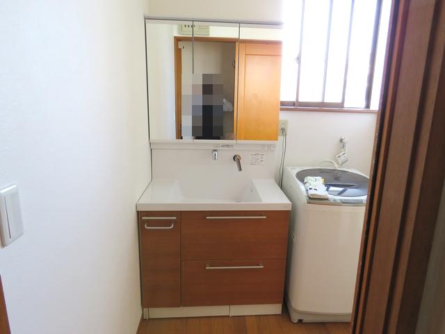 デザインと機能が充実したゆとりの洗面化粧台に交換