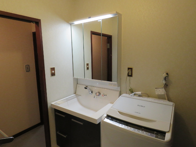 同じサイズで収納豊富な洗面化粧台に交換